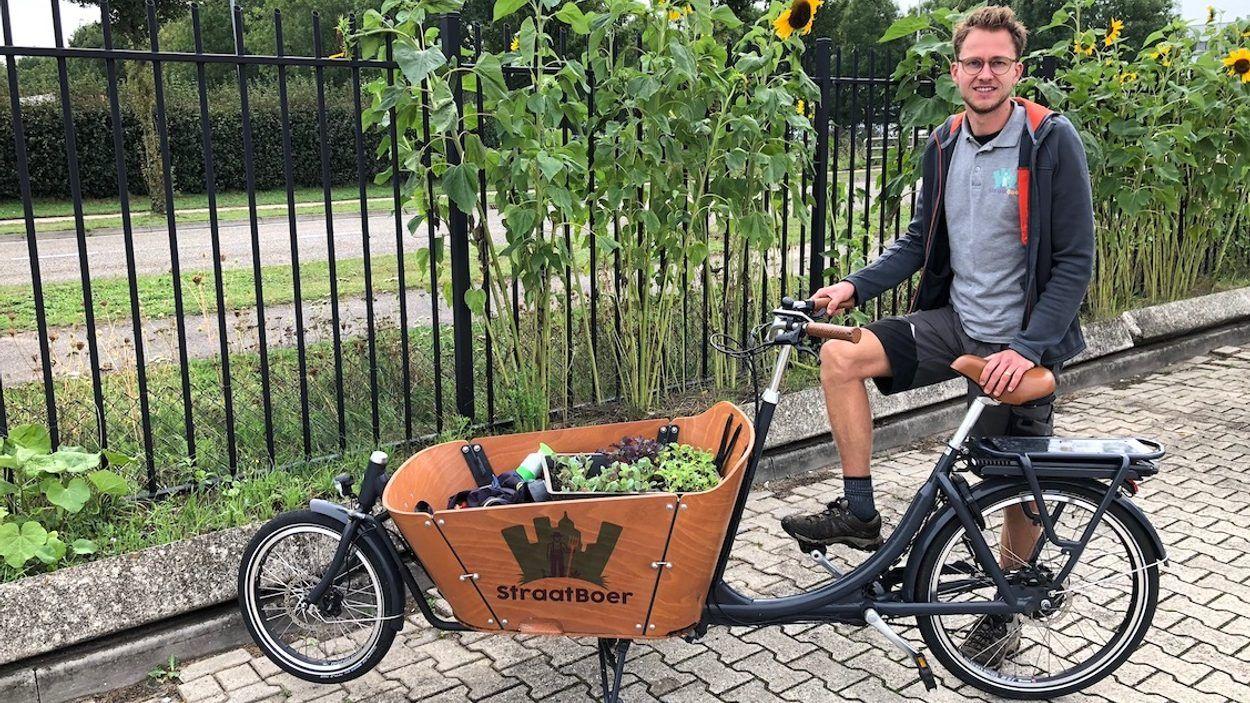 Straatboer Christiaan Kuipers bij het 'Eetbaar hek'