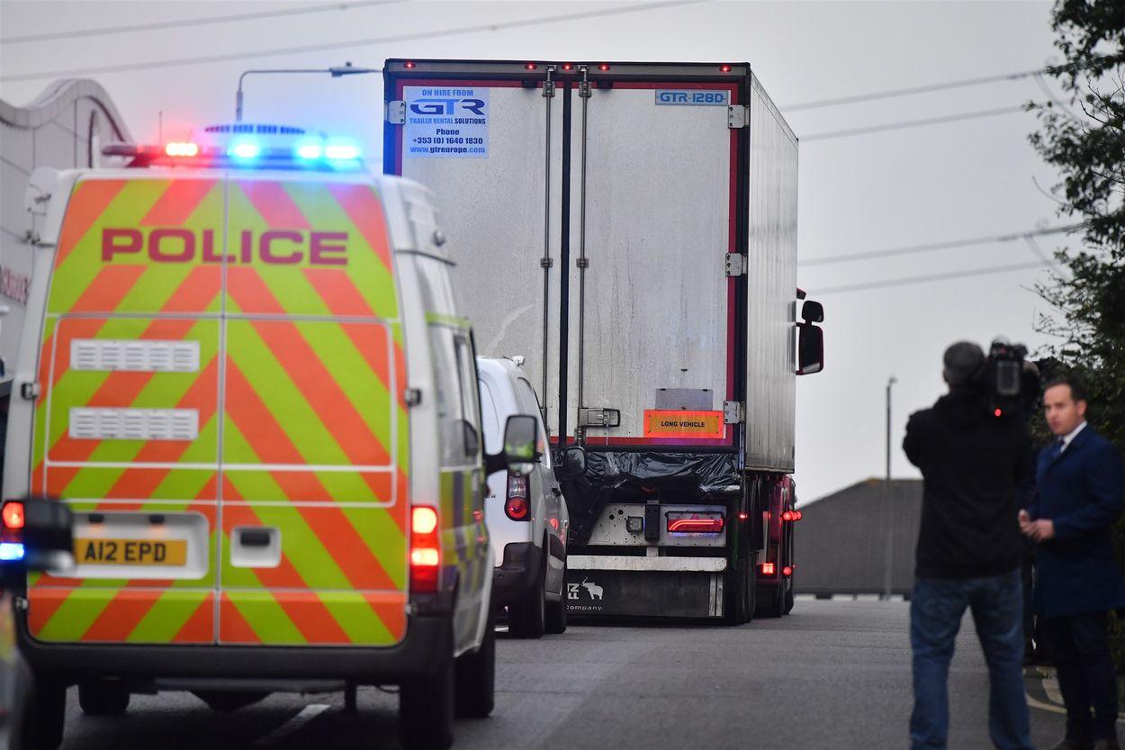 De Britse voert de vrachtwagen af waar de ramp zich voltrok
