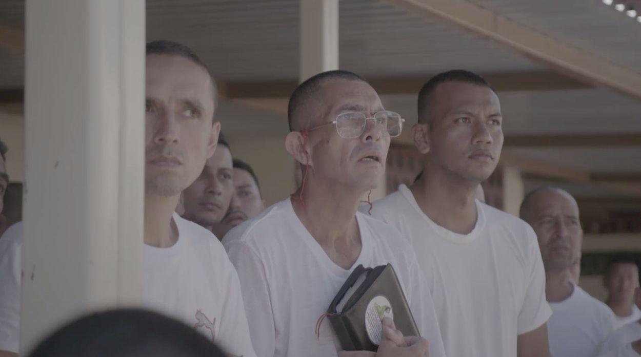 Oude bendeleden El Salvador in kerk