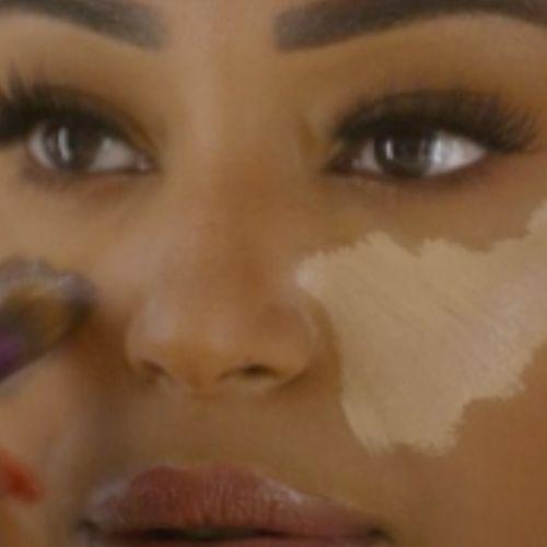 Afbeelding van Waarom is het erg dat Nikkie Plessens make-up-lijn niet inclusief is?