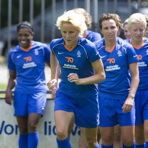 Afbeelding van Wanneer krijgen vrouwelijke voetballers evenveel betaald als mannen?