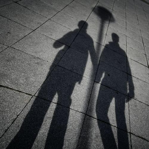 Afbeelding van Waarom durft twee derde van de LHBTI+'ers niet hand in hand te lopen?